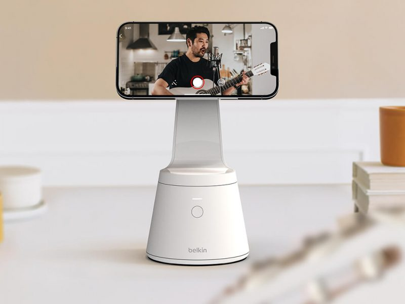 The Tech Gadget : Belkin's Magnetic Phone Mount with Face Tracking
